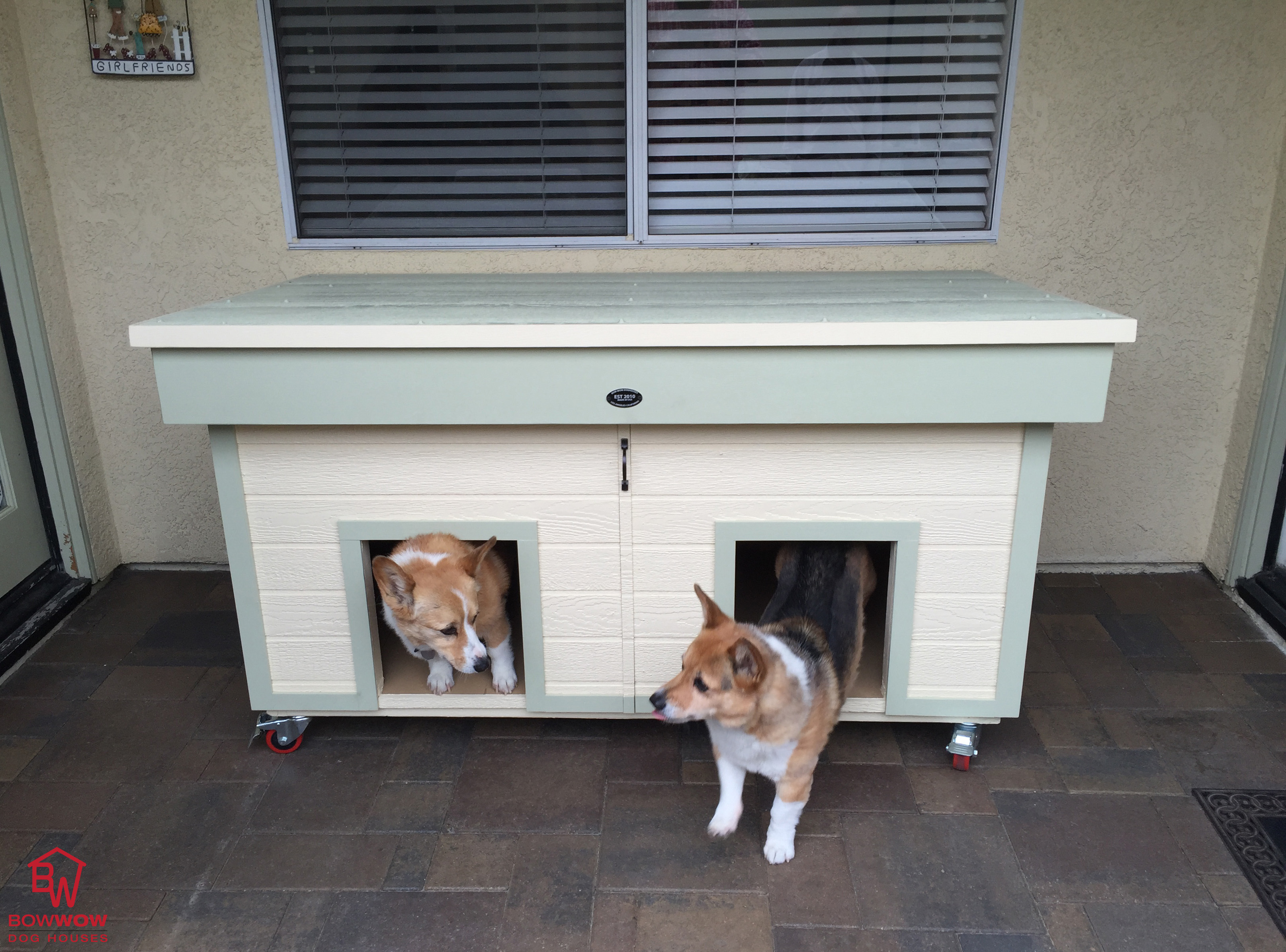 Photos bow wow dog houses for 2 door dog house