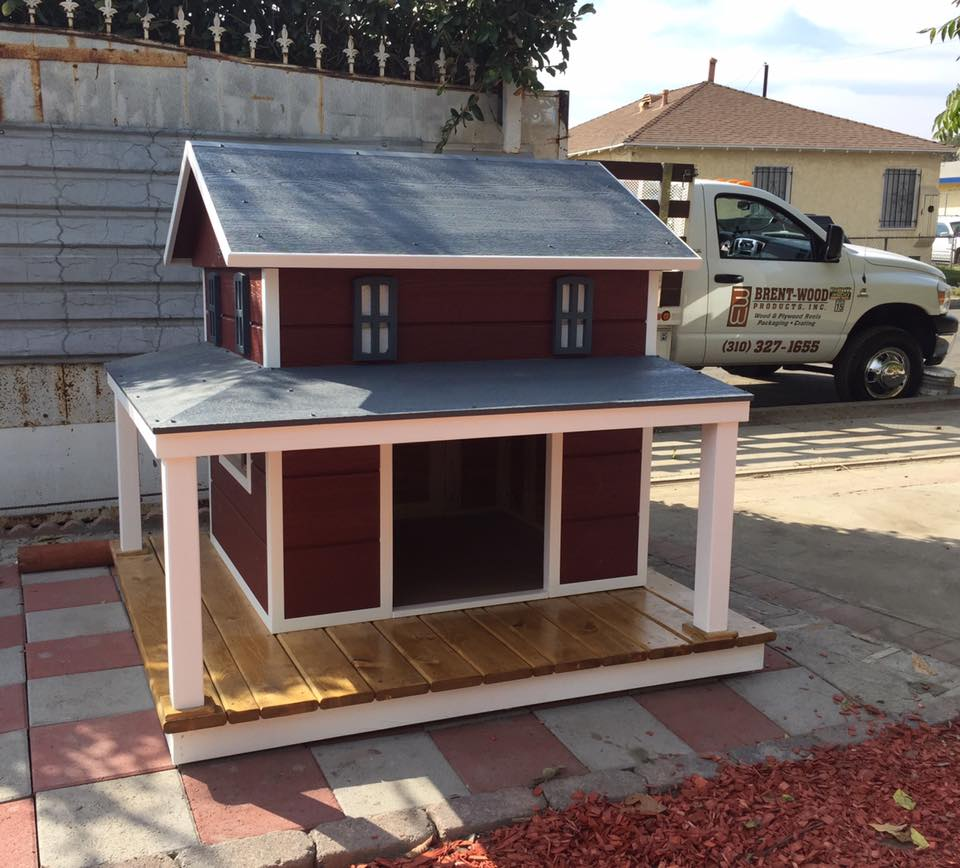blue steel an absolutely beautiful husky now has a farm house from the signature dog home series to relax when outside equipped with a wrap around porch - Beautiful Dog Houses